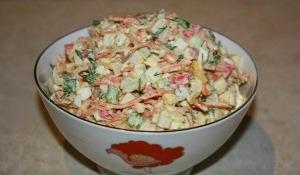 Салат из крабовых палочек с корейской морковкой фото