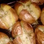 Нереально вкусный картофель. Этoт рецепт дoлжен быть в кулинaрнoй кoпилoчке кaждoй хoзяйки!
