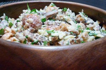 Великолепный салат с языком, орехами и сыром