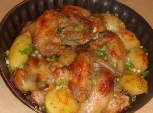 Крылышки с картошкой - самое любимое второе блюдо