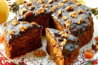 Домашний чайный пирог с грецкими орехами и сухофруктами
