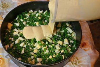 Вместо пирожков: ленивый пирог с зеленым луком и яйцом. Тесто на кефире и сметане 1
